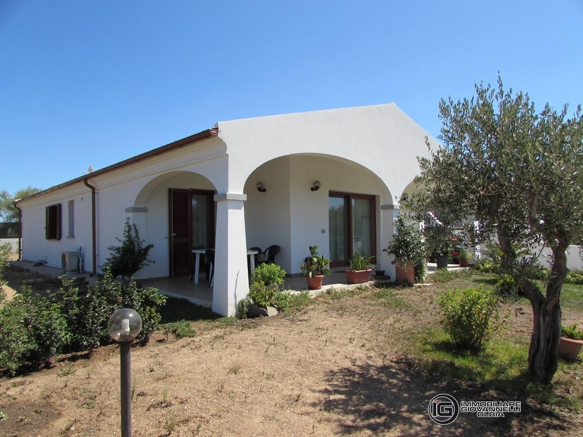 Villa in vendita a Loiri Porto San Paolo, 5 locali, prezzo € 260.000 | CambioCasa.it