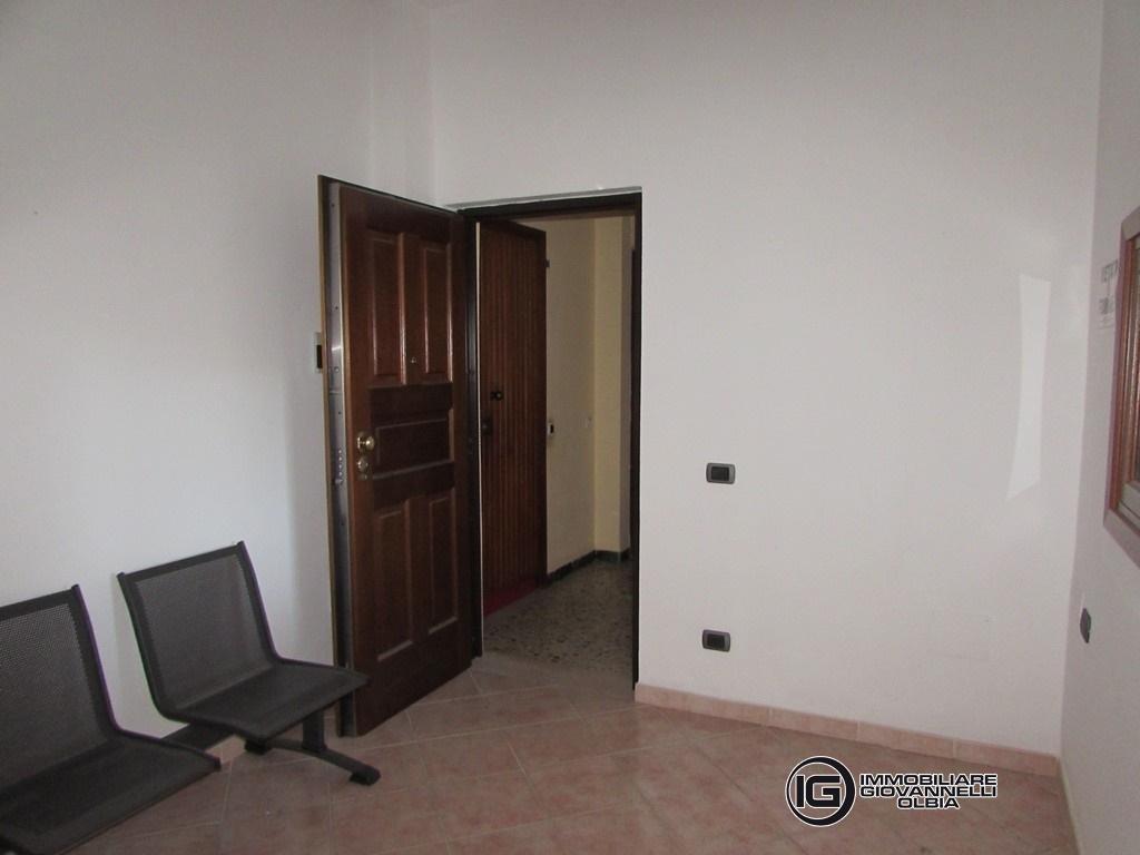 Affitto uffici negozi e capannoni olbia ufficio in via for Affitto studio ad ore roma