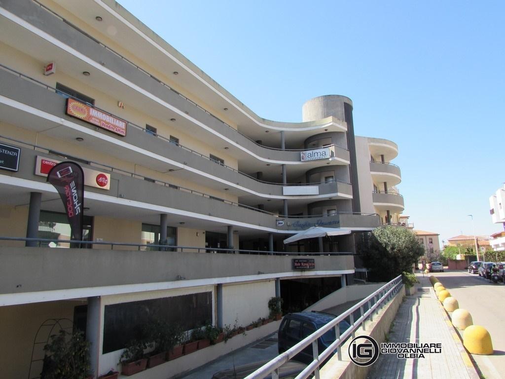 Affitto uffici negozi e capannoni olbia centro for Centro divani olbia