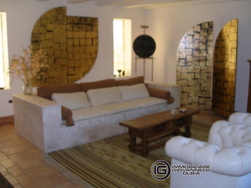 Villa in vendita a Monti, 10 locali, prezzo € 500.000 | Cambio Casa.it